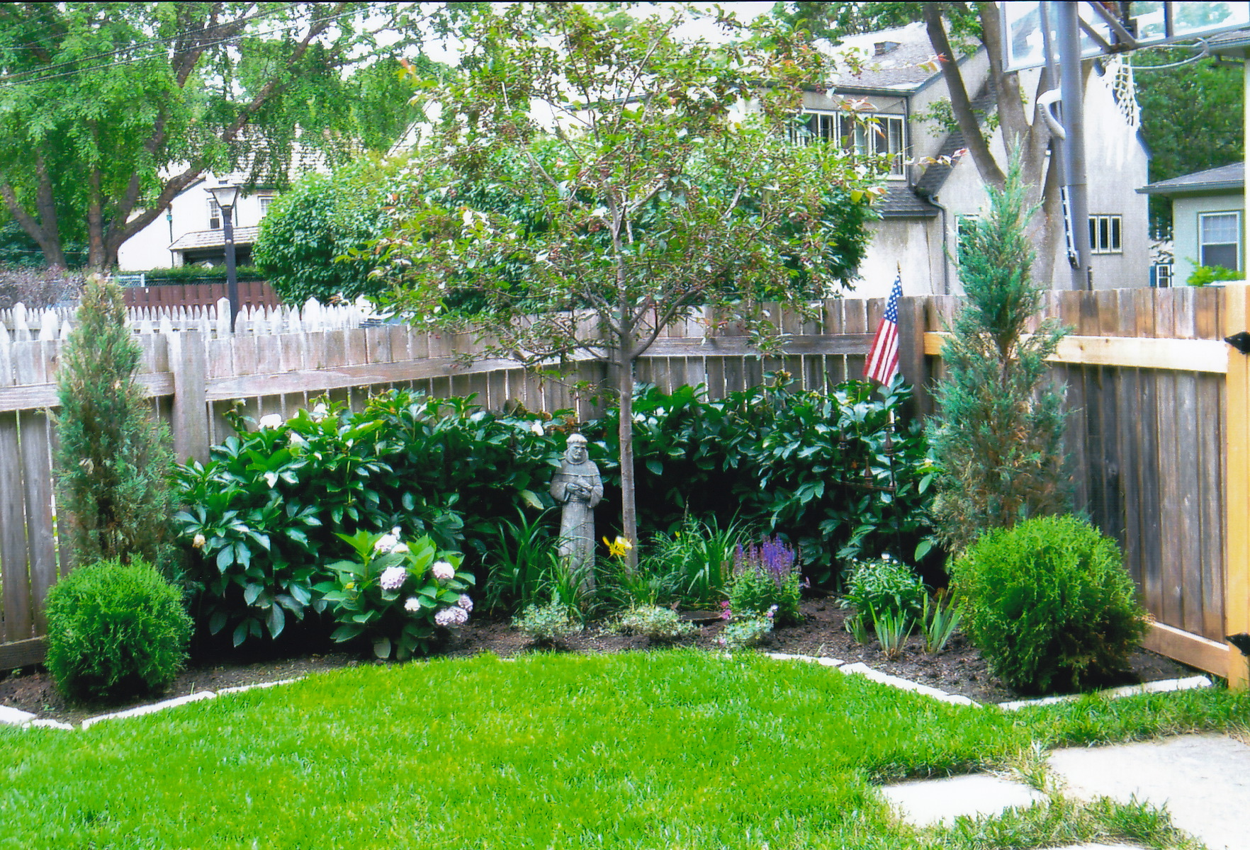 About margie 39 s gardens for Backyard landscape layout